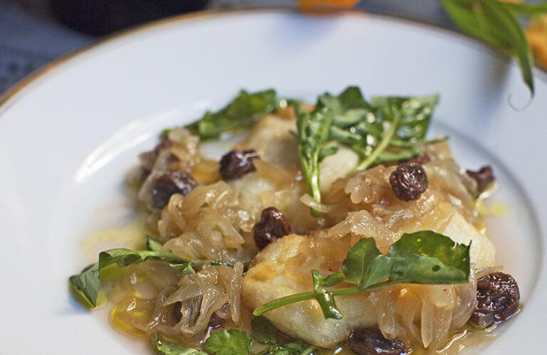 Soupe de salade, girolles marinées